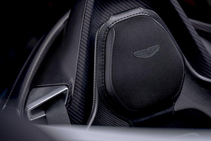 Aston_Martin_V12_Speedster_11-jpg
