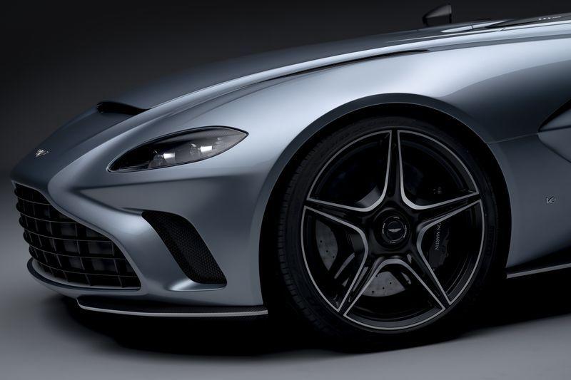 Aston_Martin_V12_Speedster_15-jpg
