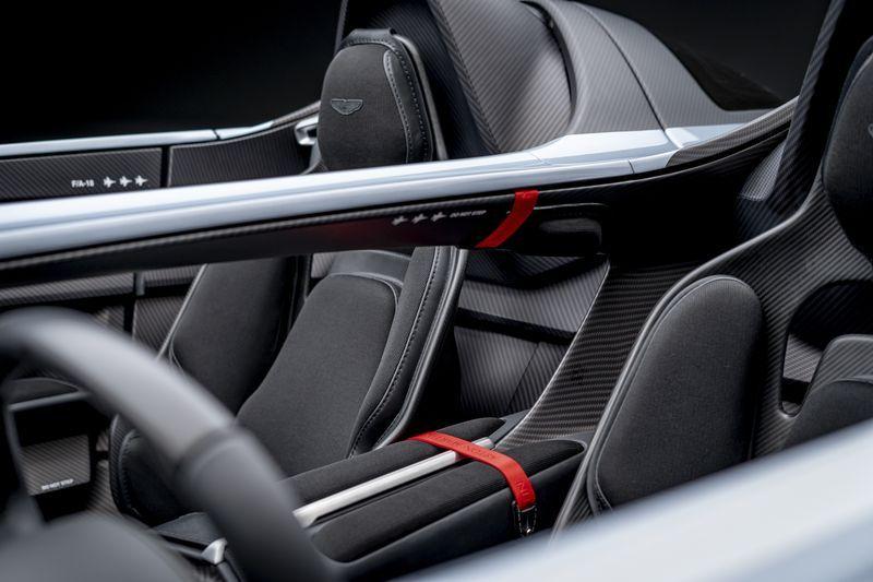 Aston_Martin_V12_Speedster_18-jpg