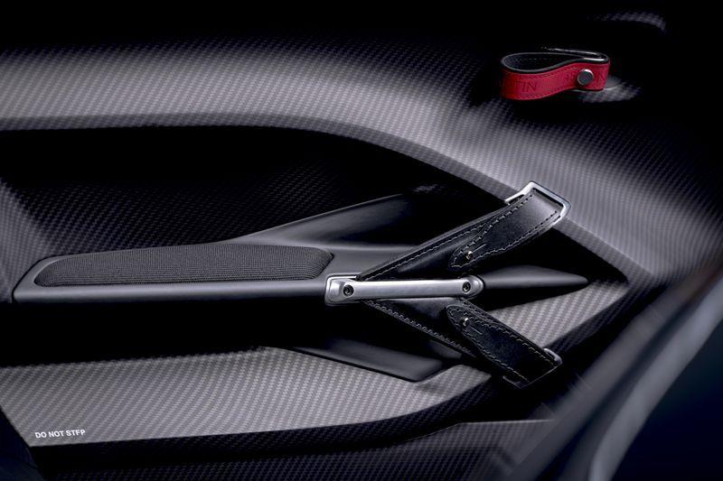 Aston_Martin_V12_Speedster_6-jpg