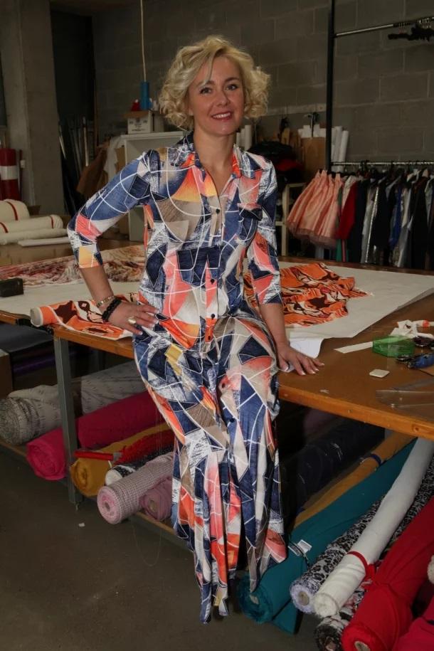 Nina Lopez en su taller de costura