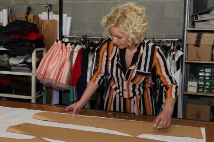 Nina López diseñando la nueva colección